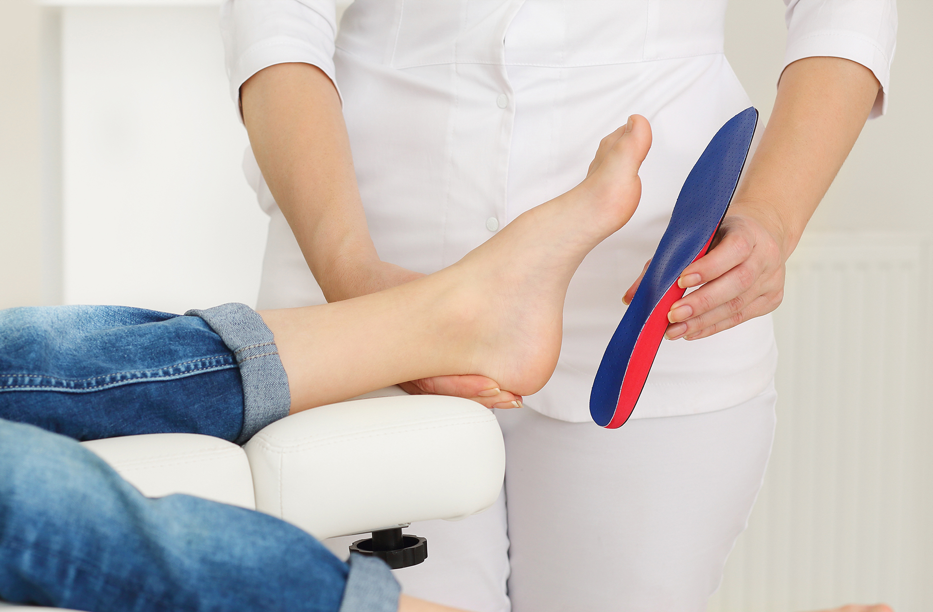 Modular orthotic Insole held against foot